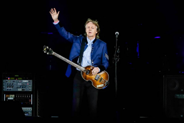 Show de Paul McCartney destaca forma correta de descarte do lixo